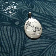 Stříbrný osobní šperk z otisku nožičky a ručičky - oválek velký