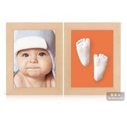 dva dřevěné olšové rámečky s fotografií, 3D odlitky nožiček a oranžová paspartou