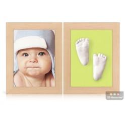 dva dřevěné olšové rámečky s fotografií, 3D odlitky nožiček a žlutozelenou paspartou
