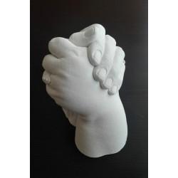 sádrový odlitek matky s dcerou - semknuté ruce