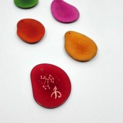 přívěsek z tagua ořechu se znamením střelce - barevné varianty