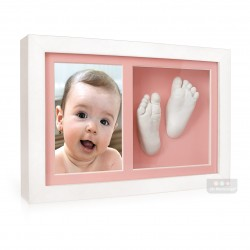 exta hluboký bílý dvojrámeček s fotografií, sádrovými 3D odlitky nožiček a růžovými paspartami