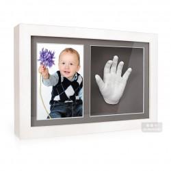 exta hluboký bílý dvojrámeček s fotografií, sádrovými 3D odlitky nožiček a šedými paspartami