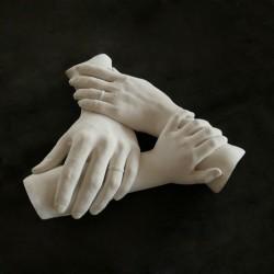ukázka rodinného sádrového odlitku - spojené ruce