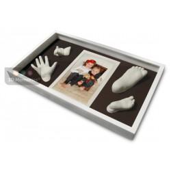 sádrové odlitky notiček a ručiček sourozenců v hlubokém rámečku na zakázku