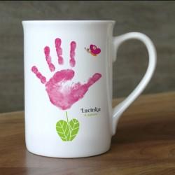 Hrnek s vlastním otiskem ručičky - růžová kytička