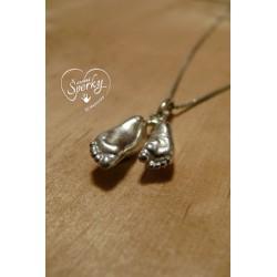 Stříbrný osobní šperk z 3D odlitku nožiček sourozenců