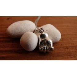 Stříbrný osobní šperk z 3D odlitku ručičky v pěsti
