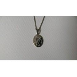 osobní šperk z bílého zlata s otiskem nožičky