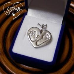 Stříbrný osobní šperk z otisku nožičky a ručičky - srdíčko se dvěma otisky